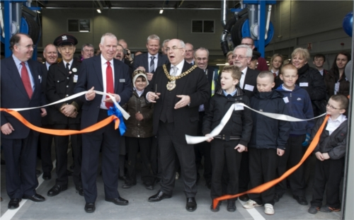 A picture of the Lord Mayor of Manchester and Stagecoach MD cutting the ribbon.