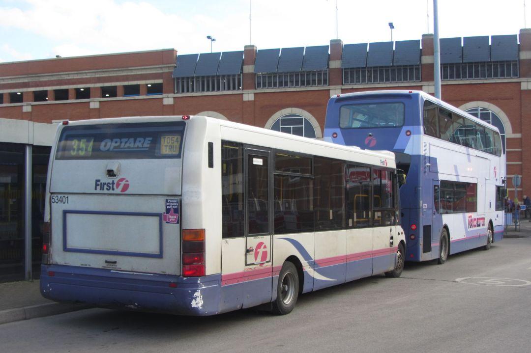 Enviro400 and Optare Solo, Ashton bus station